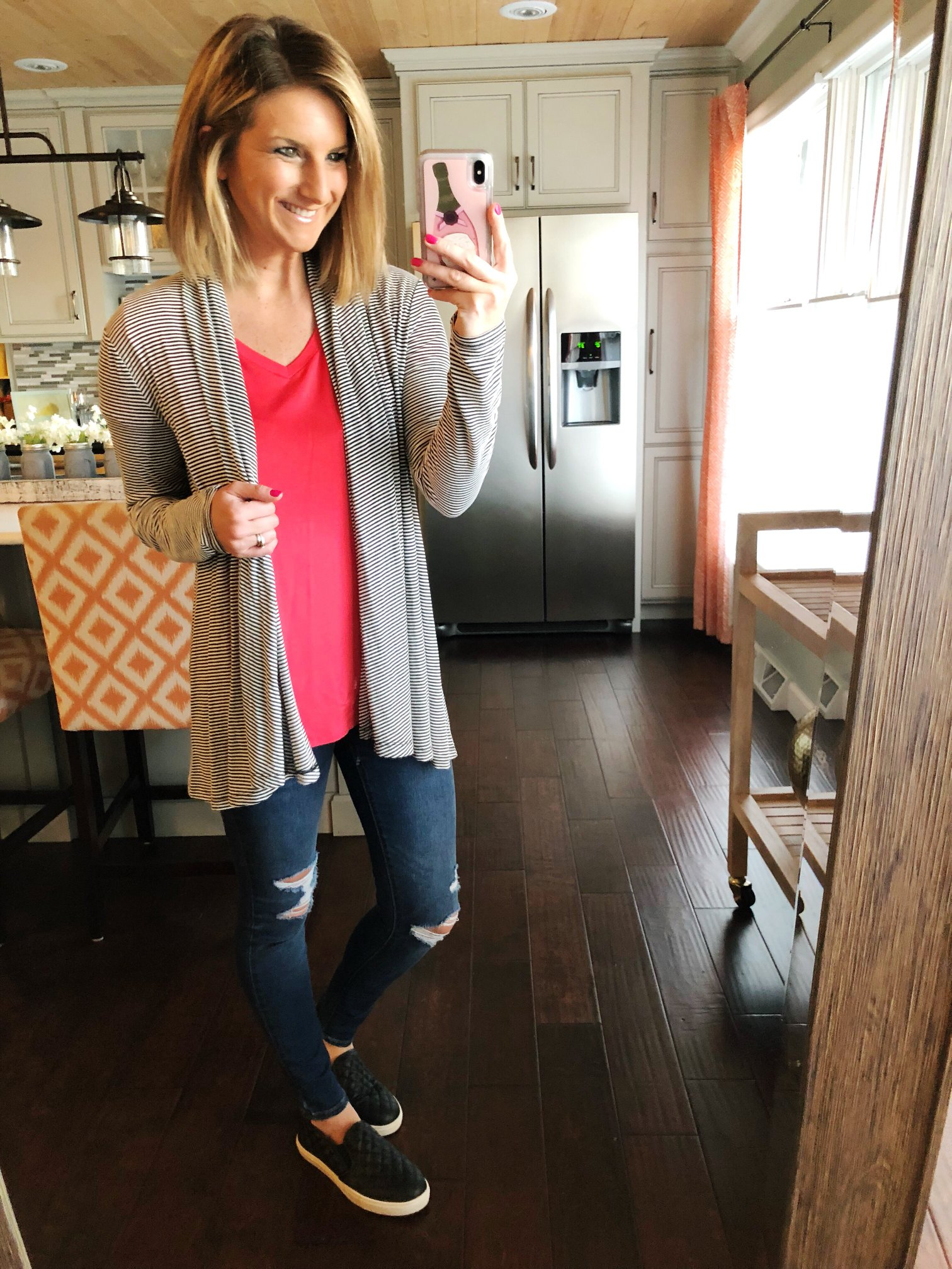 How to Style Pull On Jeans // V Neck Top + Pull On Destructed Jeans + Lightweight Cardigan + Slip On Sneakers // Spring Outfit