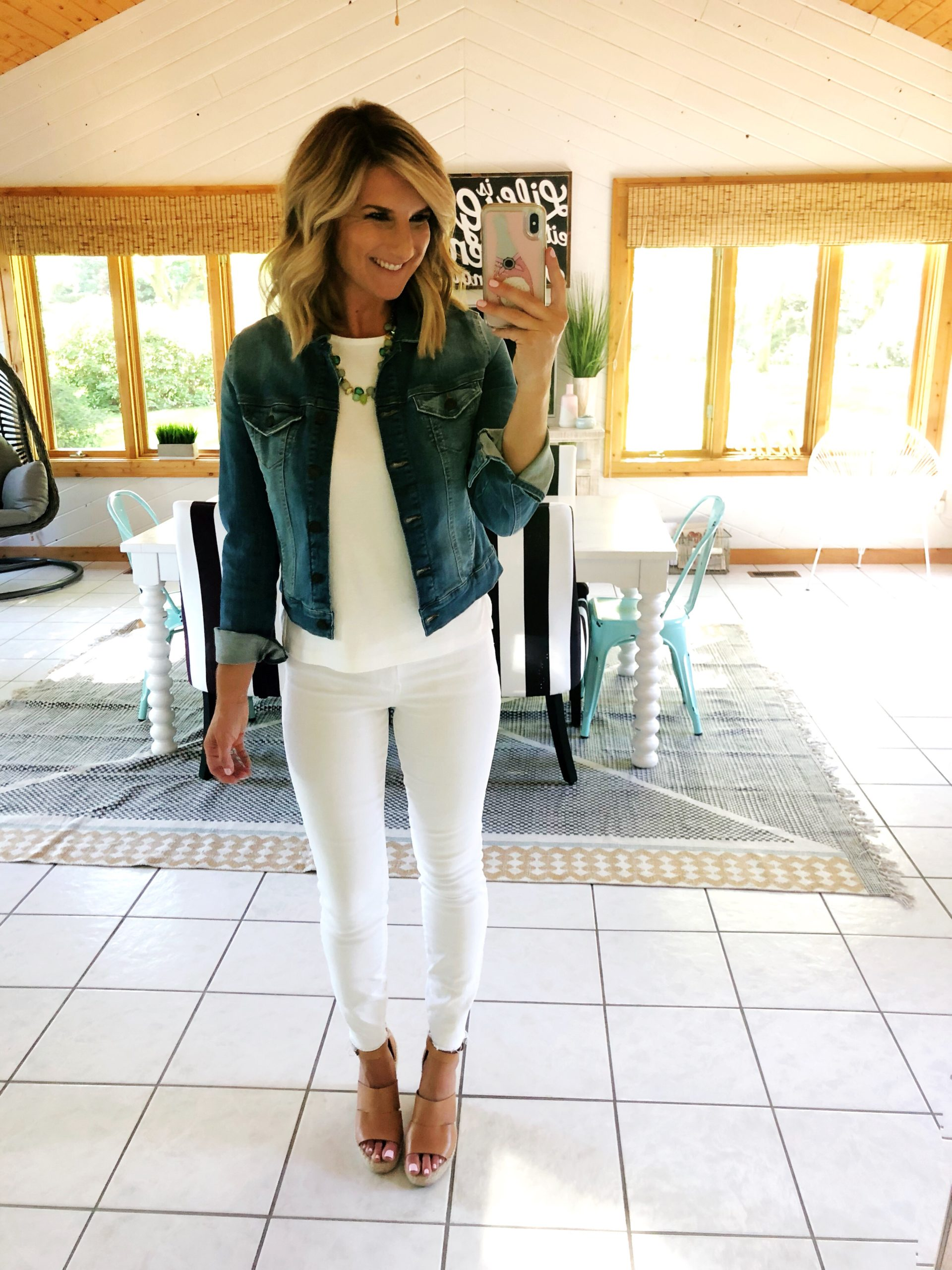How to wear a white top and white jeans // What to wear with a denim jacket // non sheer white jeans // affordable outfit