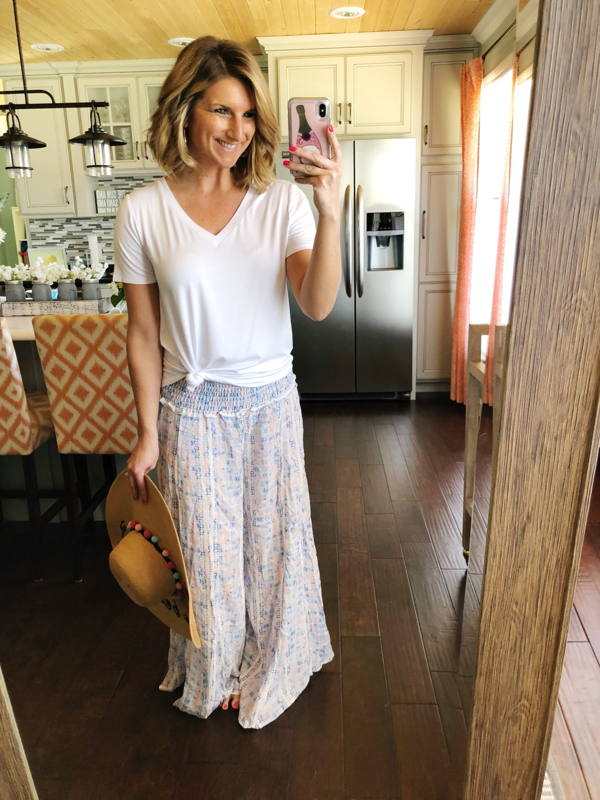 Vacation Wear // Casual Vacation Outfit // Beach Wear // Perfect V Neck Tee + Beach Pants + Floppy Hat // Casual Summer Outfit